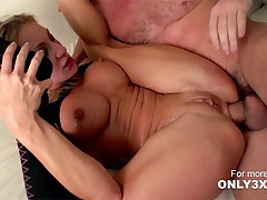 Amy Brook gets wild anal sex from Manuel Ferrara