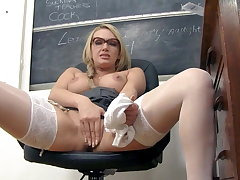 Amber Jayne, your obscene milf teacher!