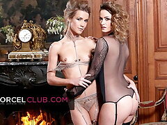 Claire Castel & Alexis Crystal: hot iconic French duo for 3