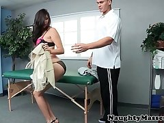 Holly Michaels loves unearth massaging pussy