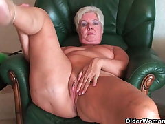 Boil rear end granny Sandie spreads old pussy (compilation)